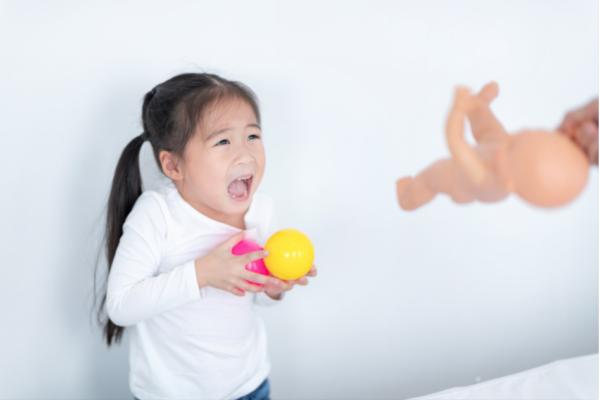 なぜ私たちは子どもと冷静に関われないのか?